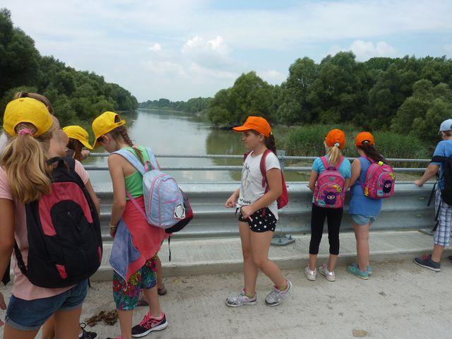 deti pri ramene Dunaja